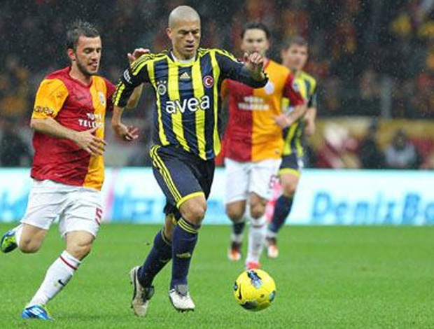 Alex marca gol no Galatasaray