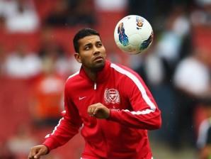 André Santos voltou aos treinos no Arsenal