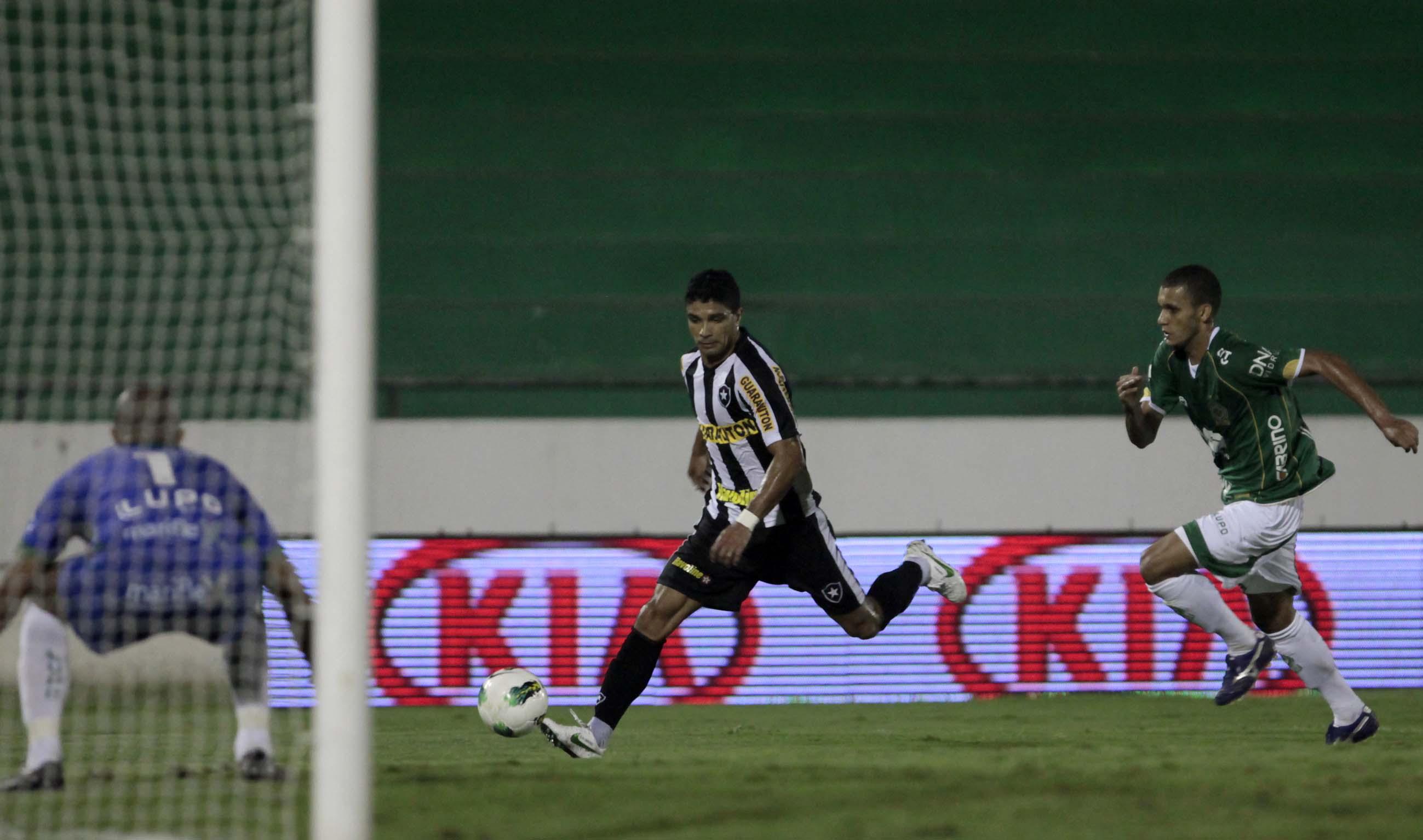 Renato faz assistência