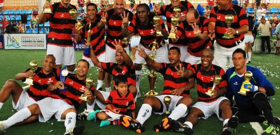 Flamengo posa com a taça do Rio-SP 2012