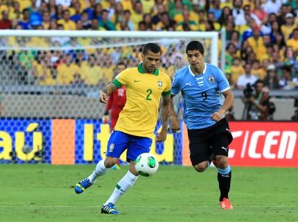 Daniel Alves recebe marcação