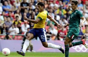 Hulk marca gol do Brasil contra o México na final olímpica