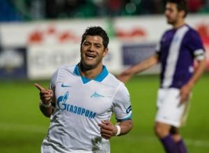 Hulk comemora gol contra o Krylya