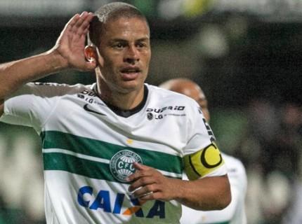 Alex comemora gol contra o Botafogo