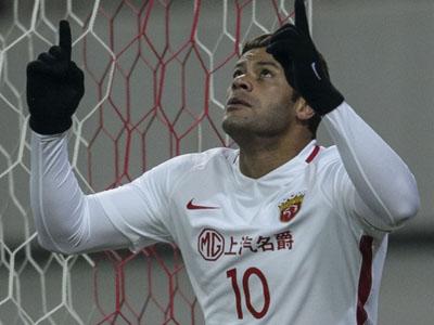 Hulk marca contra o Seul