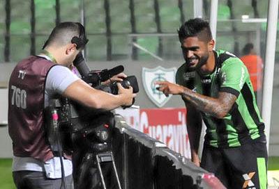 Luan comemora seu gol contra o Ceará