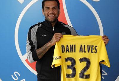 Daniel Alves assina com o PSG