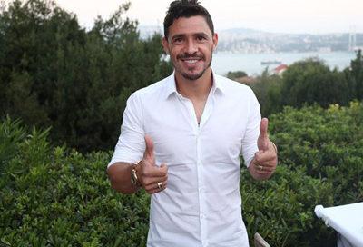 Giuliano em entrevista no Fenerbahçe