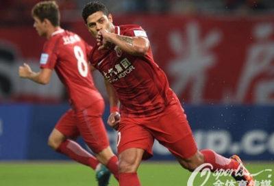 Hulk comemora gol contra o Tianjin Quanjian