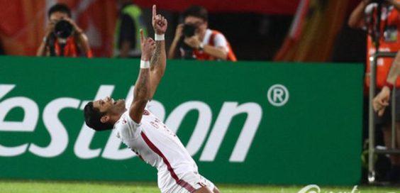 Hulk comemora o gol contra o Evergrande