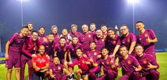 Scolari com o grupo do Guangzhou