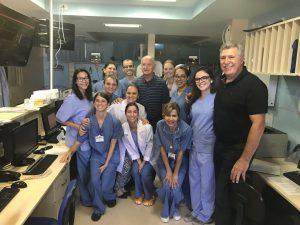 Scolari com outros funcionários do hospital