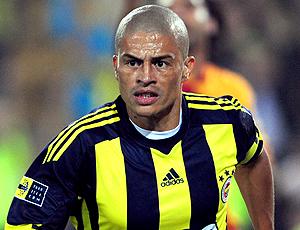 Alex atuando no Fenerbahçe